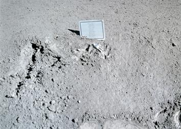 131209_SCI_Apollo15_Plaque.jpg.CROP.promovar-medium2
